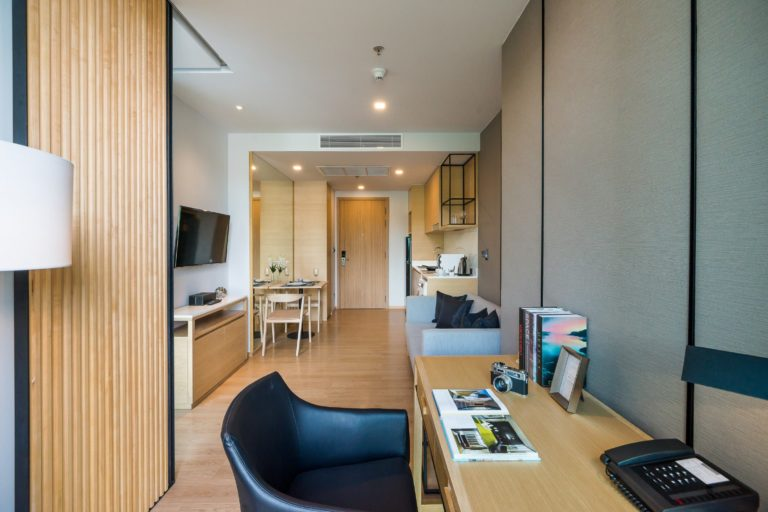 Arize Hotel Sriracha : One Bedroom Suite Mountain View