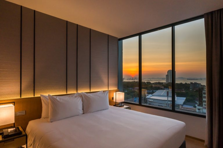 Arize Hotel Sriracha : One Bedroom Suite Ocean View
