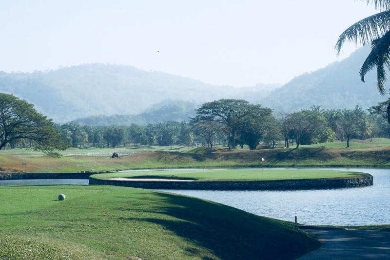 Arize Hotel Sriracha :Golf Club