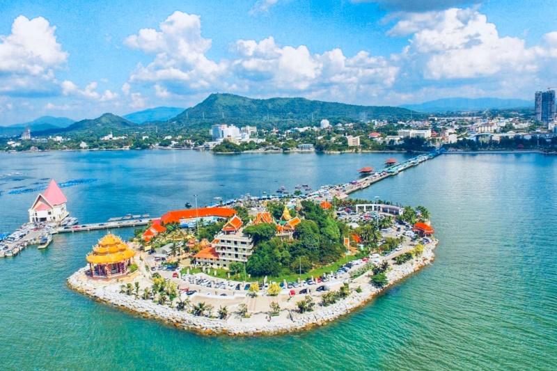 Arize Hotel Sriracha :Koh Loy (Loy Island)